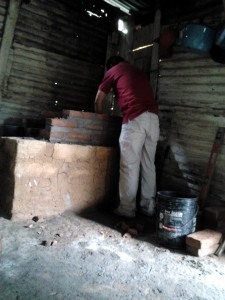 A Proyecto Mirador technician installs a new, efficient cook stove.