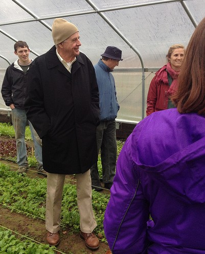 Wendell Berry listens to students describe the Seed to Salad program at the Yale Sustainable Farm Project.